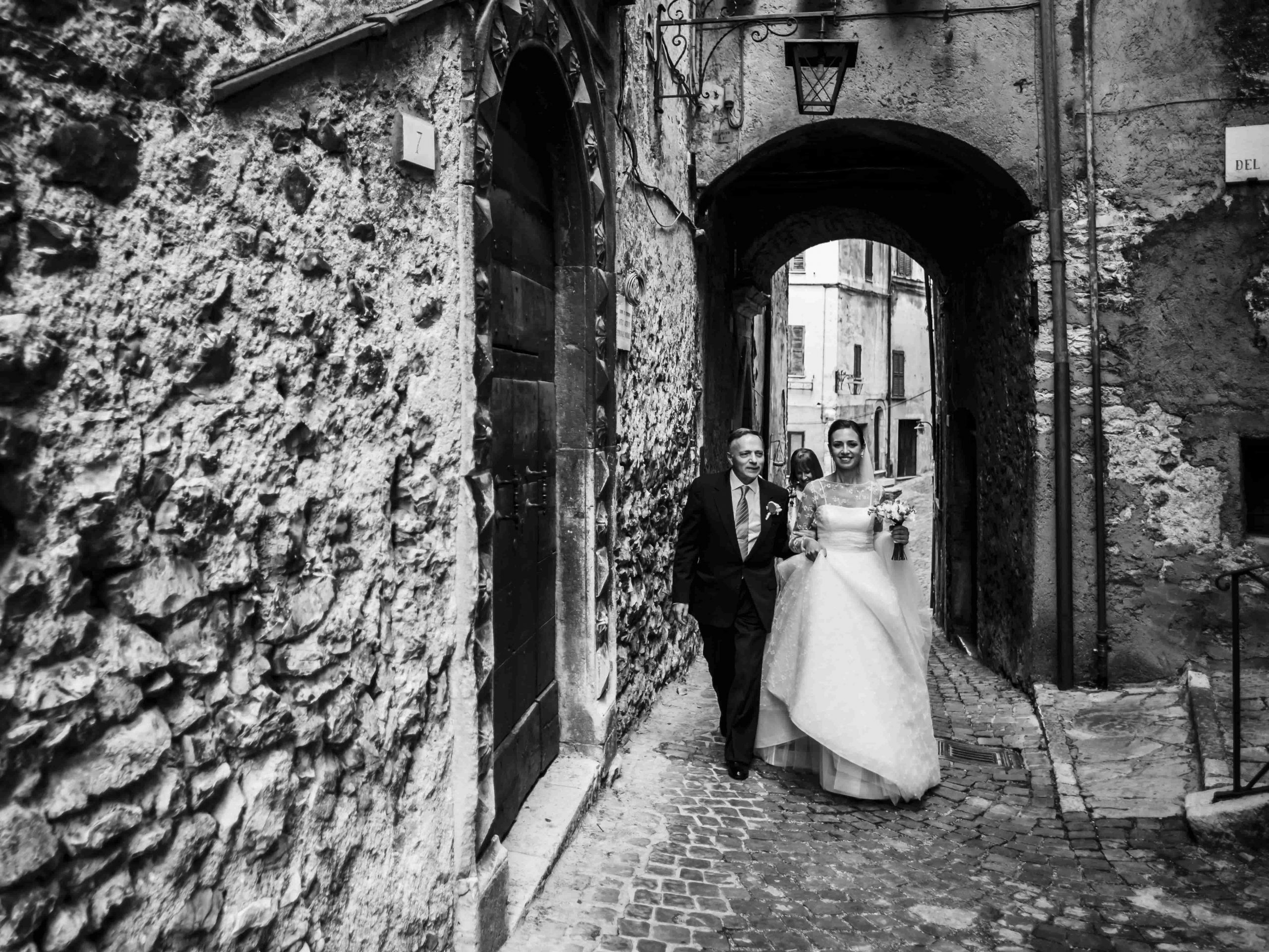 Chi paga il vestito della sposa?